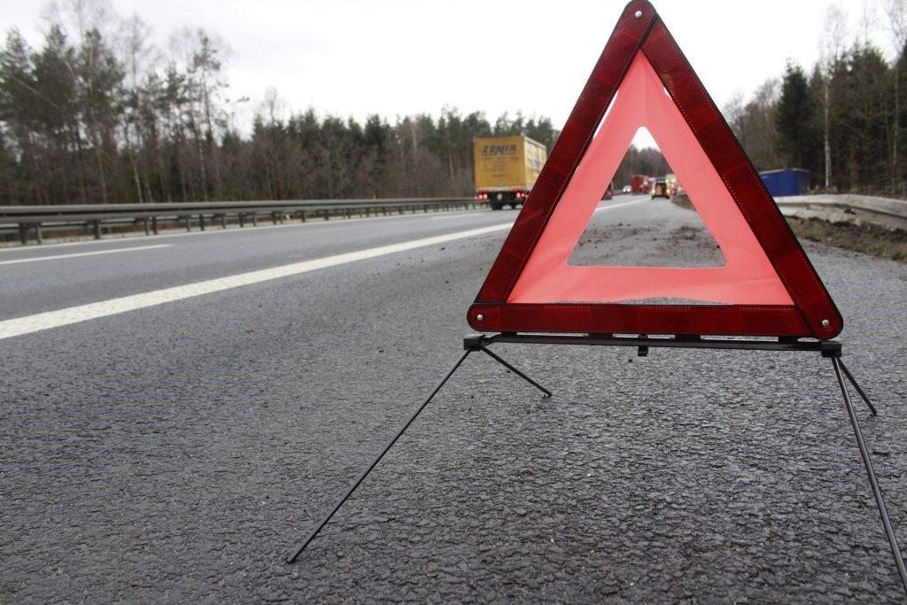 Dangers Of Trucks Stopped On Interstate Shoulder